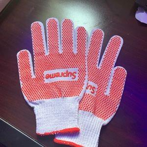 Supreme - Grip Gloves